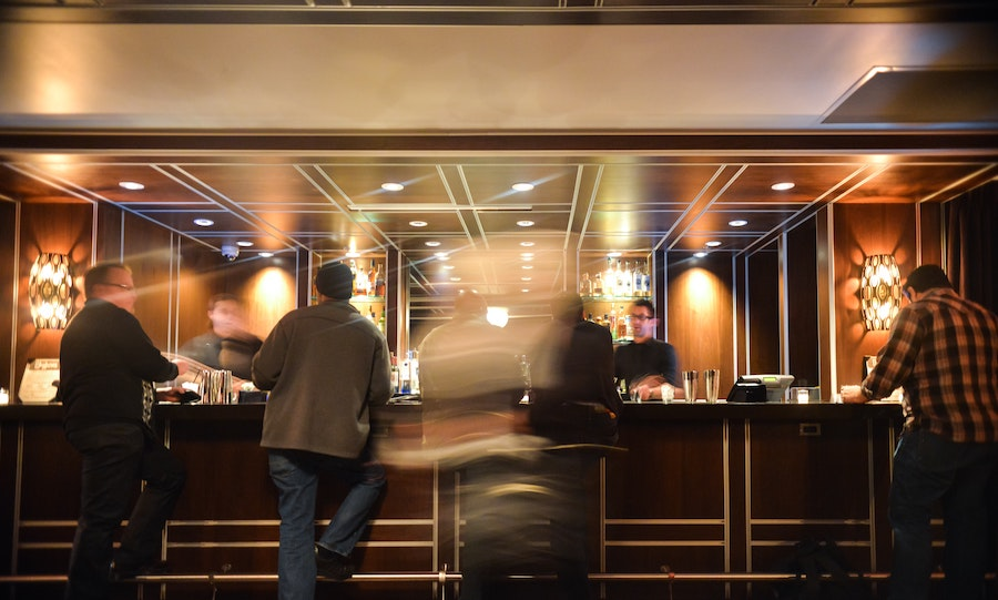 https://dlaignite.com/wp-content/uploads/2018/02/bar-drinks-hotel-6490.jpg